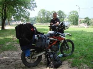 Paul ze swoim motorem KTM 690