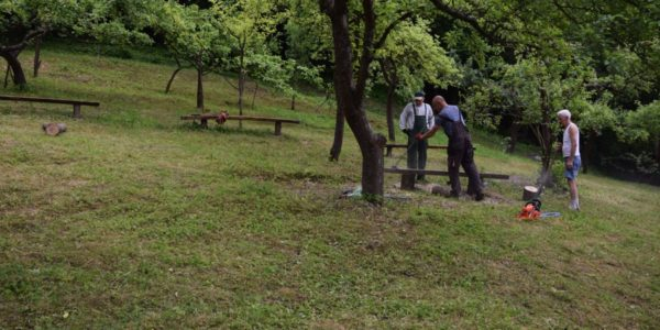 2. Montowanie ławek (fot. nj)
