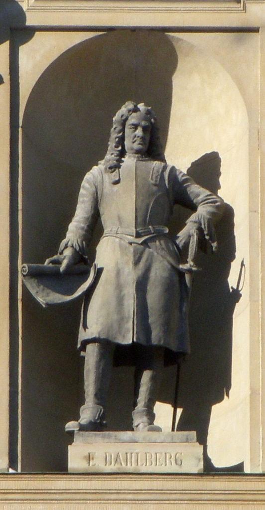 Pomnik Eryka Dahlbergha w fasadzie zamku sztokholmskiego [fot.: Wikipedia]